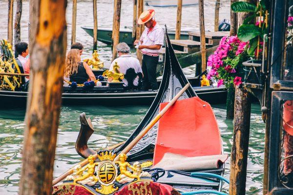 Un gondolier à Venise