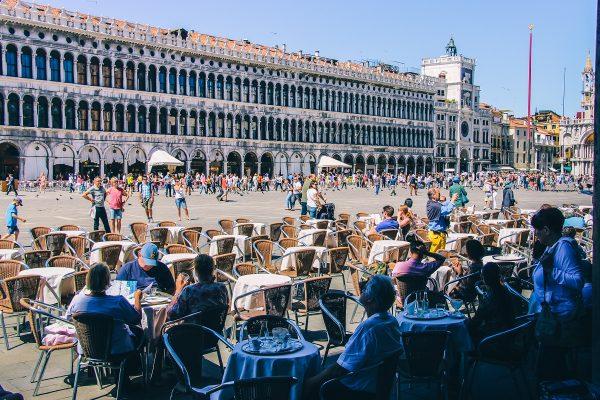 Café sur la place Saint-Marc de Venise