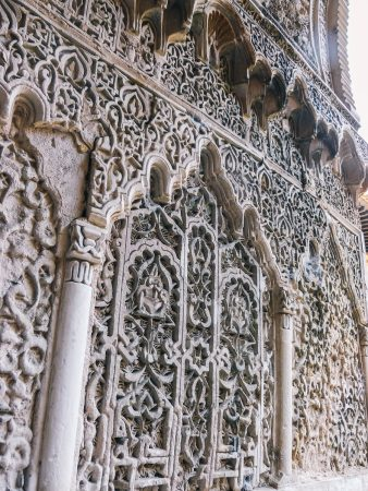 Décorations sur les murs de l'alcazar de Séville