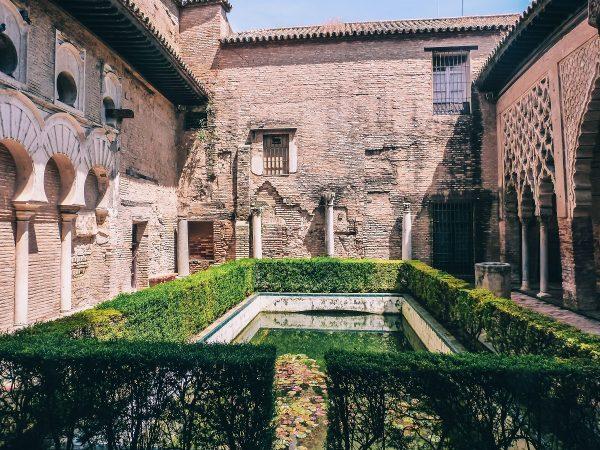 Patio dans l'alcazar de Séville