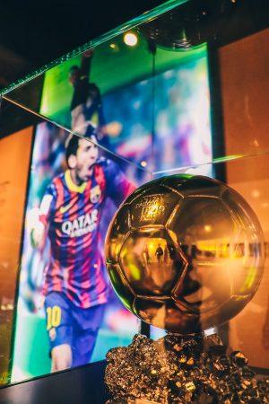 Ballon d'Or de Messi dans le musée du stade du Camp Nou