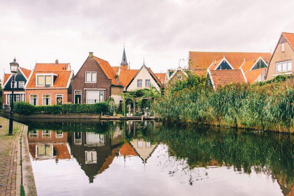 Un canal dans Volendam