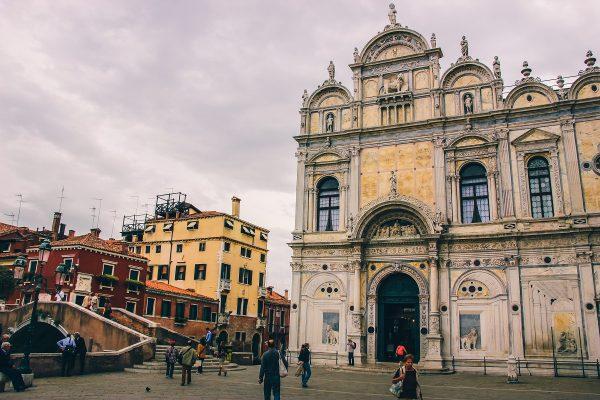 Eglise dans le centre-ville de Venise