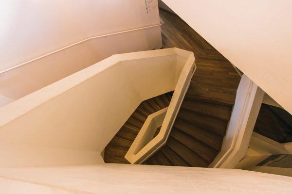 Escalier d'accès aux étages de la Casa Vicens