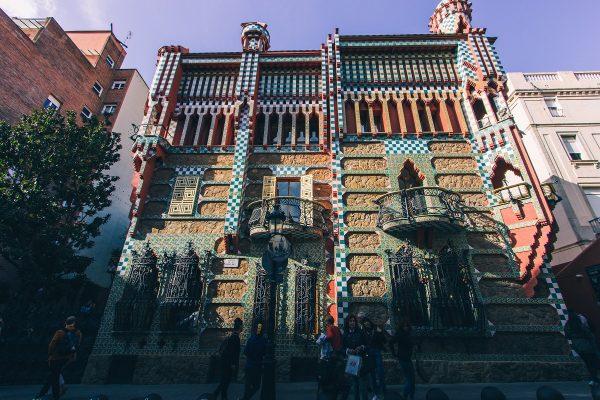 Façade de la Casa Vicens depuis la rue
