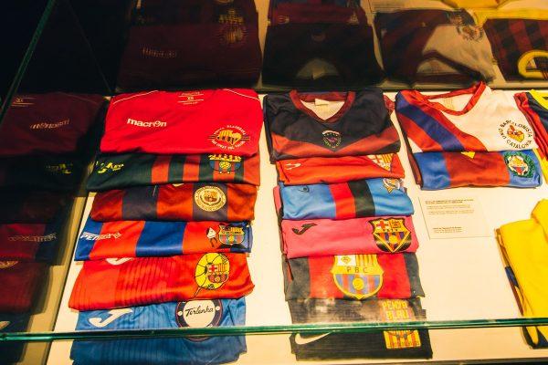 Maillots de football dans le musée du Camp Nou