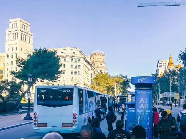 Navette Aerobus sur la place de Catalogne à Barcelone