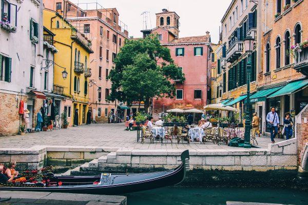 Une petite place dans Venise