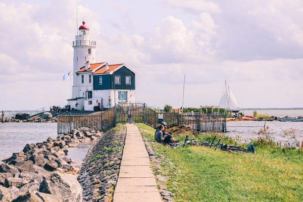Le phare de Marken aux Pays-Bas