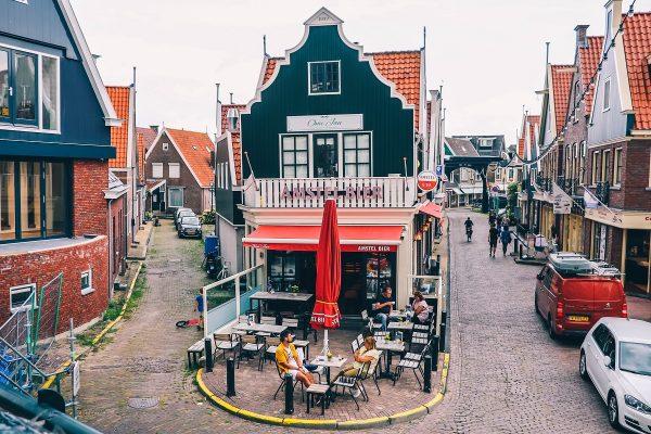 Dans les rues de Volendam