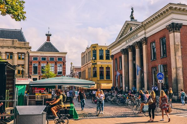 La place Vismarkt de Groningen
