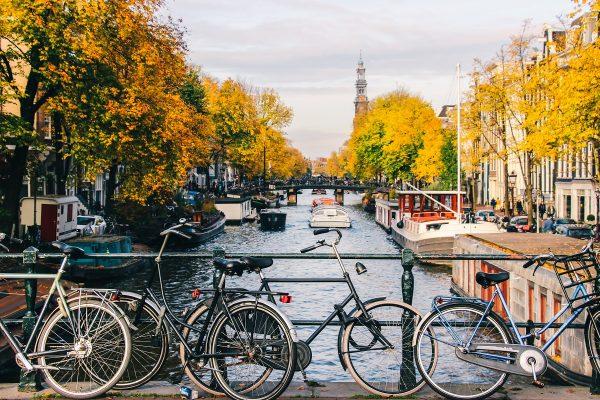 Sur un pont à Amsterdam