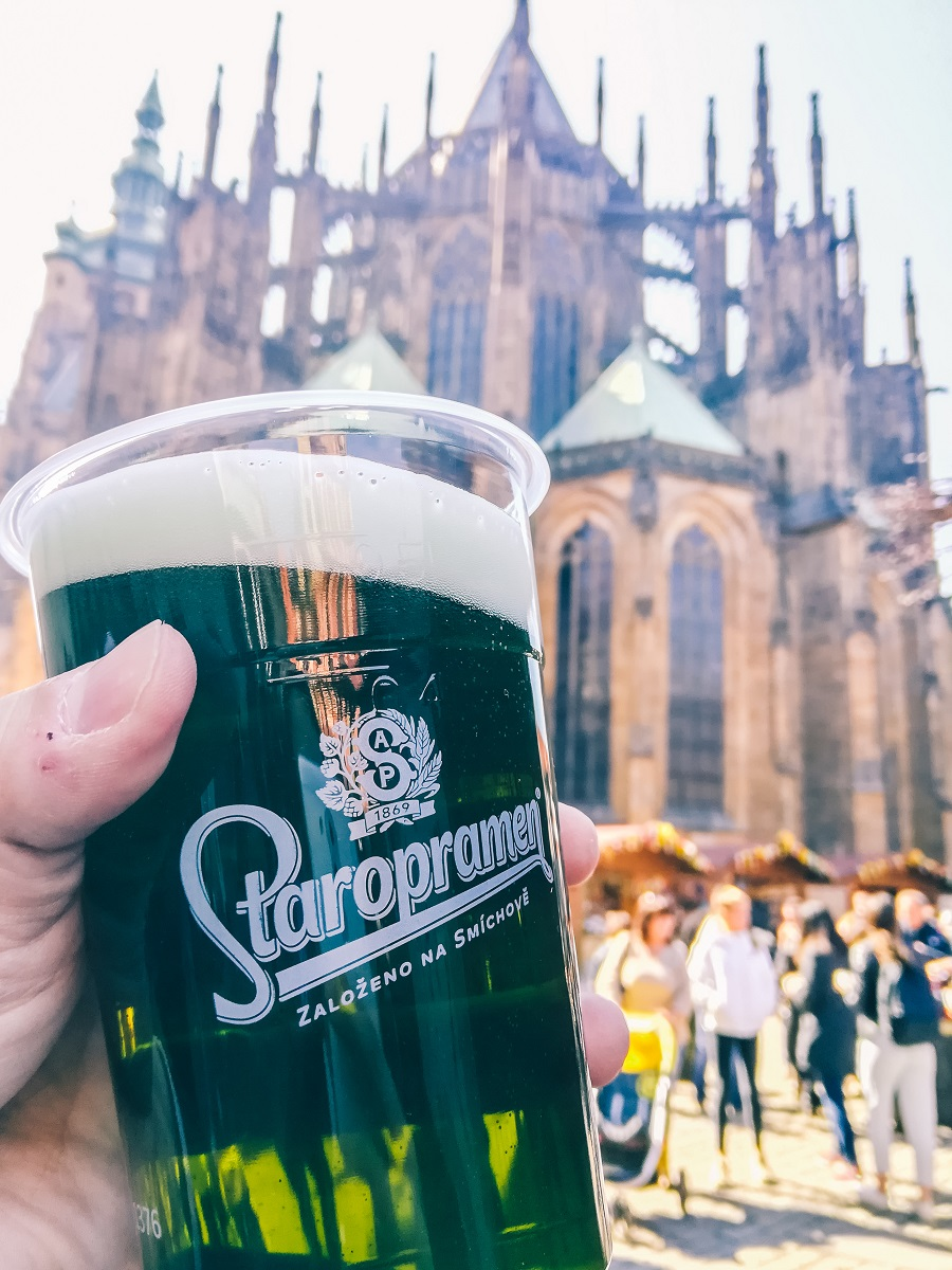 Bière verte à Prague