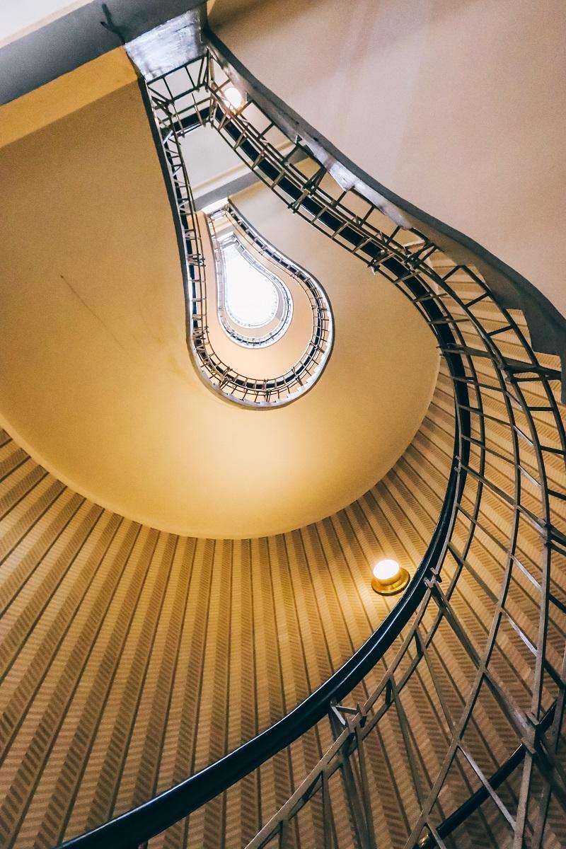 Escalier de la maison à la Vierge Noire à Prague