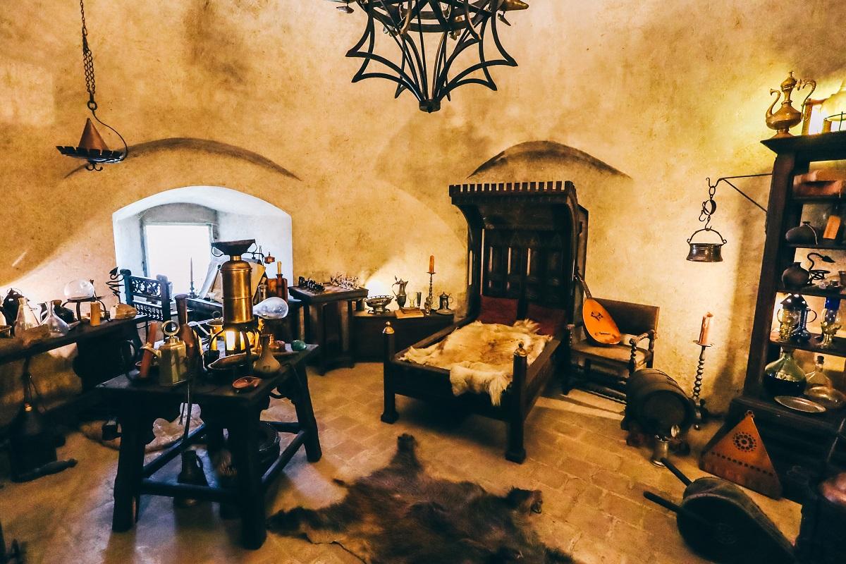 L'intérieur de l'une des maisons à visiter dans la Ruelle d'Or du Château de Prague
