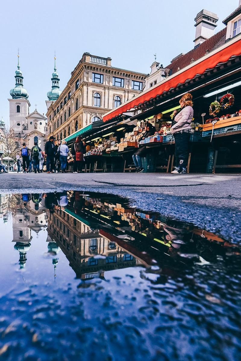 Sur le marché Saint-Gall à Prague