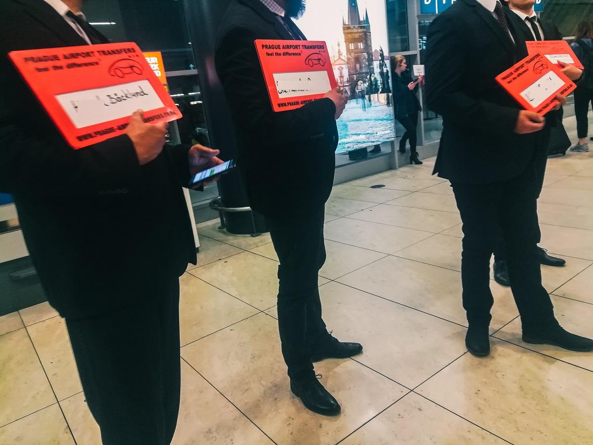 Chauffeurs de navettes privées à l'aéroport de Prague