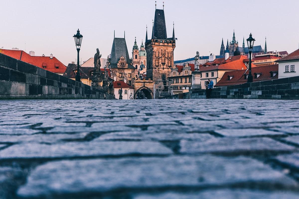 Pont Charles de Prague et sa tour rive ouest