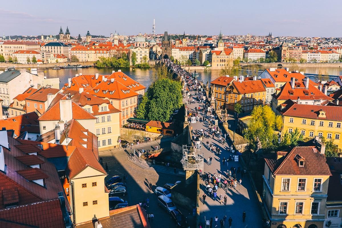 Vue sur Prague depuis une tour du Pont Charles