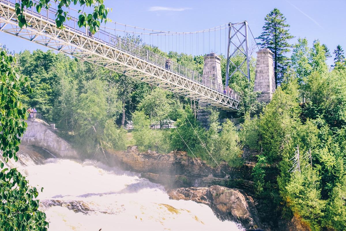Pont suspendu au-dessus de la chute de Montmorency près de Québec