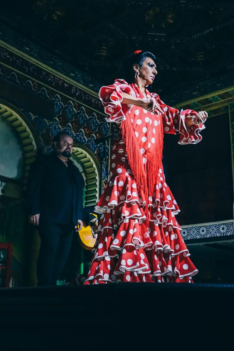 Robe classique rouge et blanche de flamenco