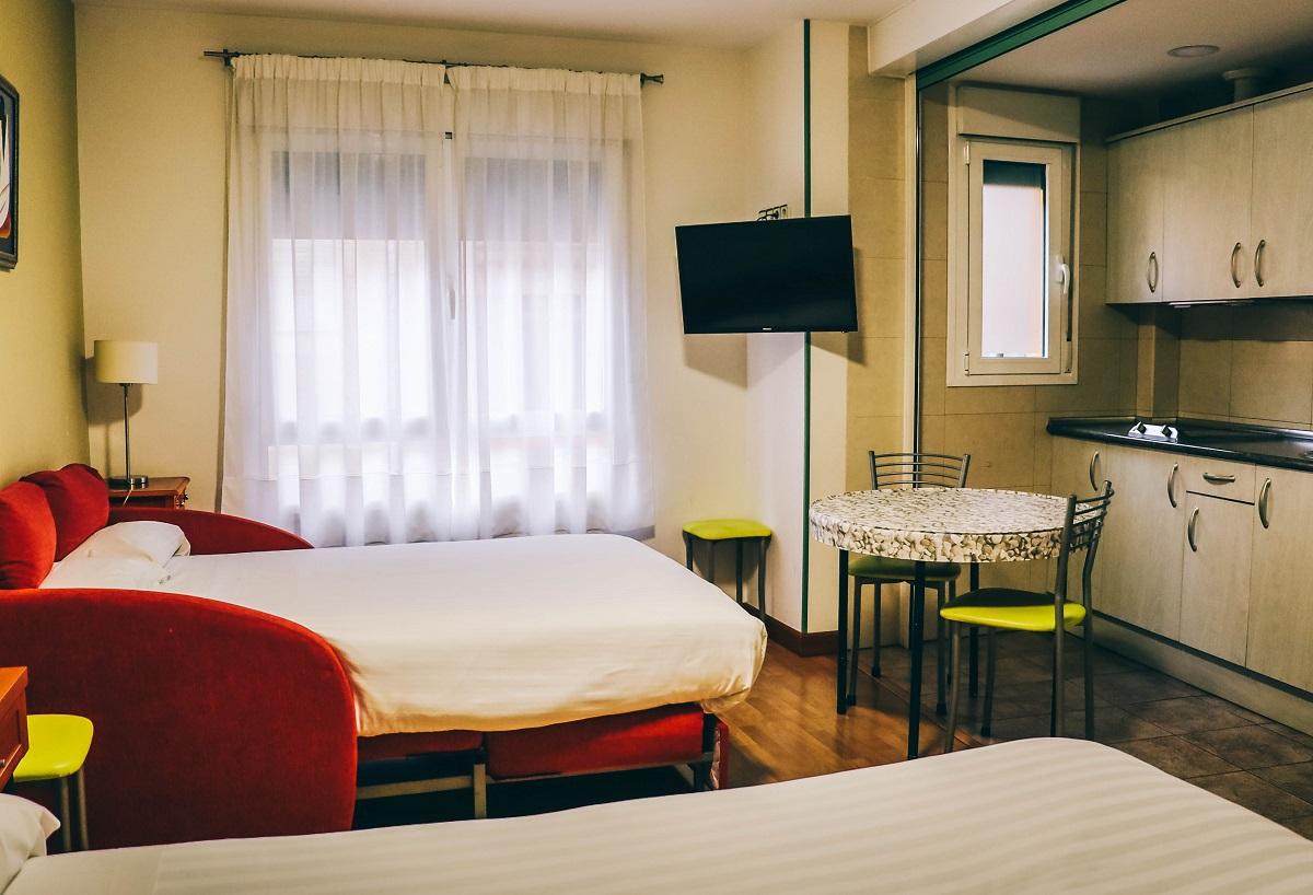 Une chambre de l'hôtel Apartamentos Aralso à Ségovie