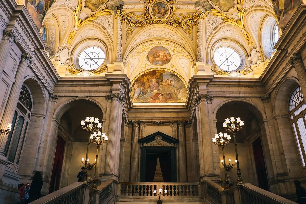 Escalier dans le palais royal de Madrid