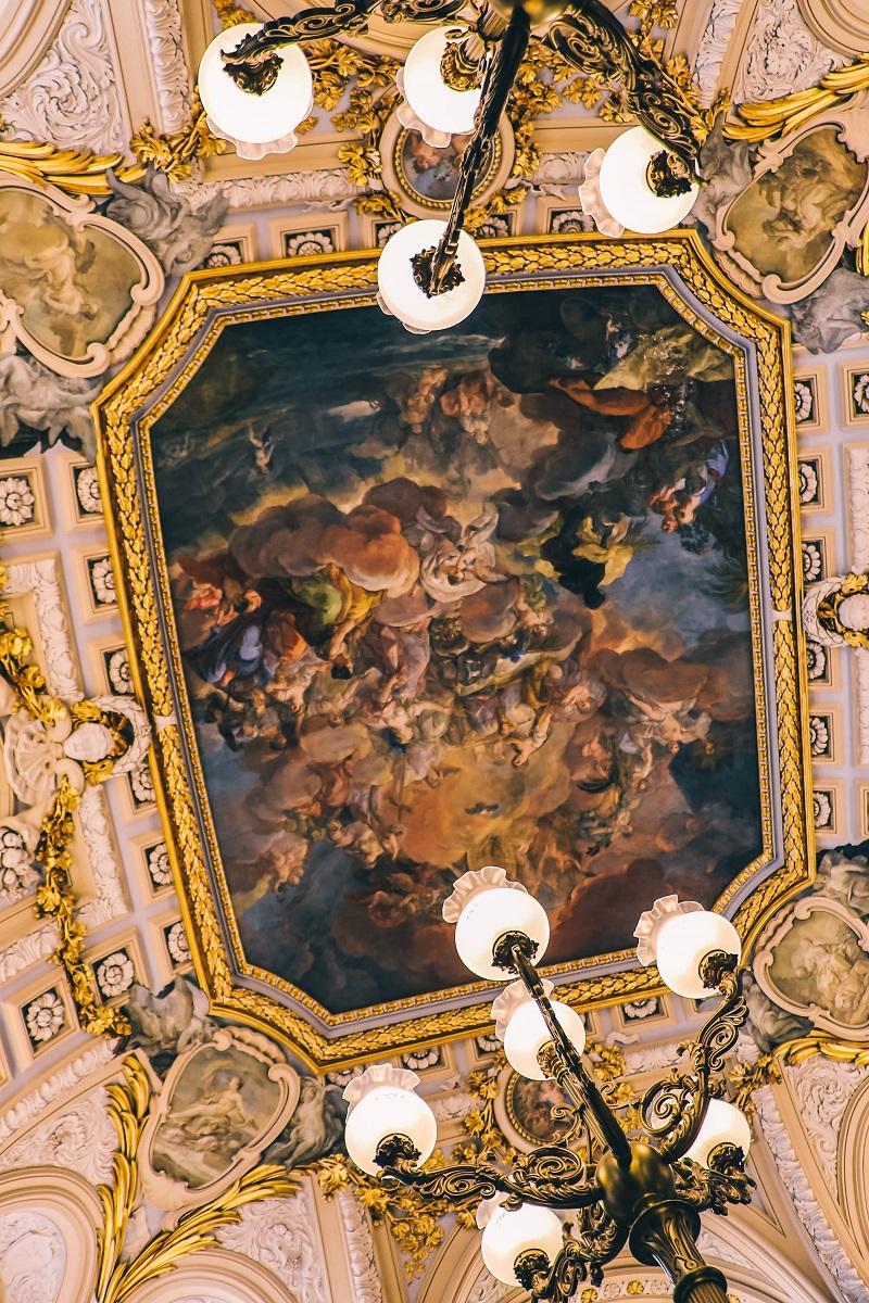 Peintures au plafond dans le palais royal de Madrid