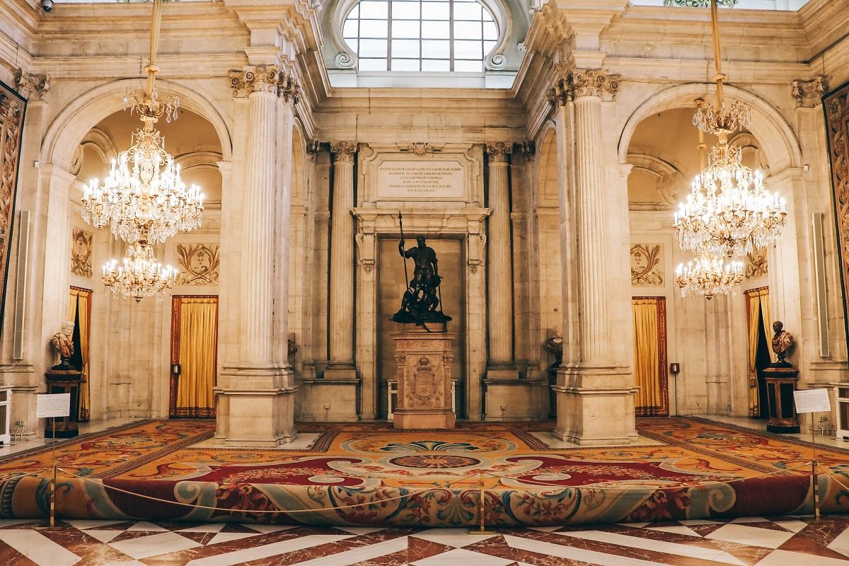 Une pièce dans le Palais Royal de Madrid