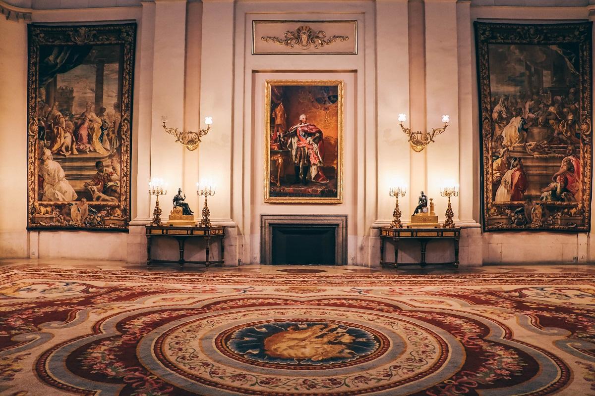 Une salle dans le Palais Royal de Madrid en Espagne