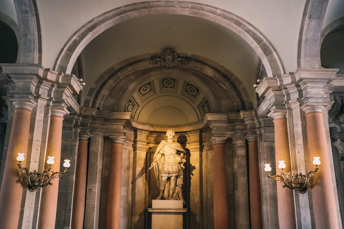 Statue à l'entrée du Palais Royal de Madrid