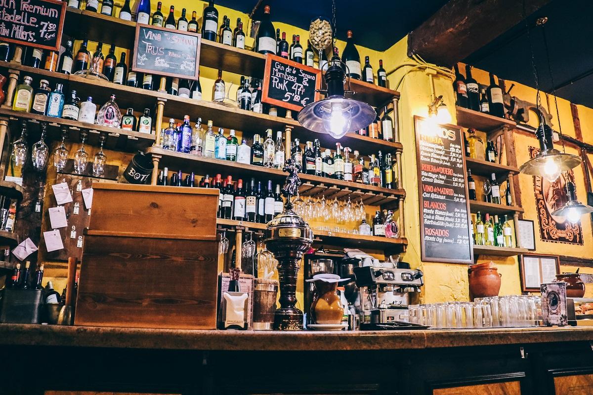 Dans une taverne à Madrid