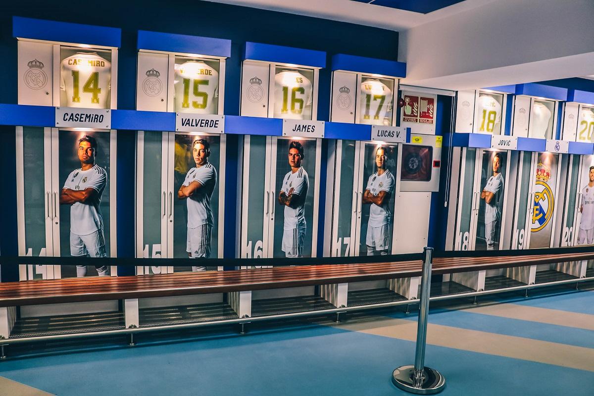 Vestiaires des joueurs pendant la visite du stade de foot du Bernabeu