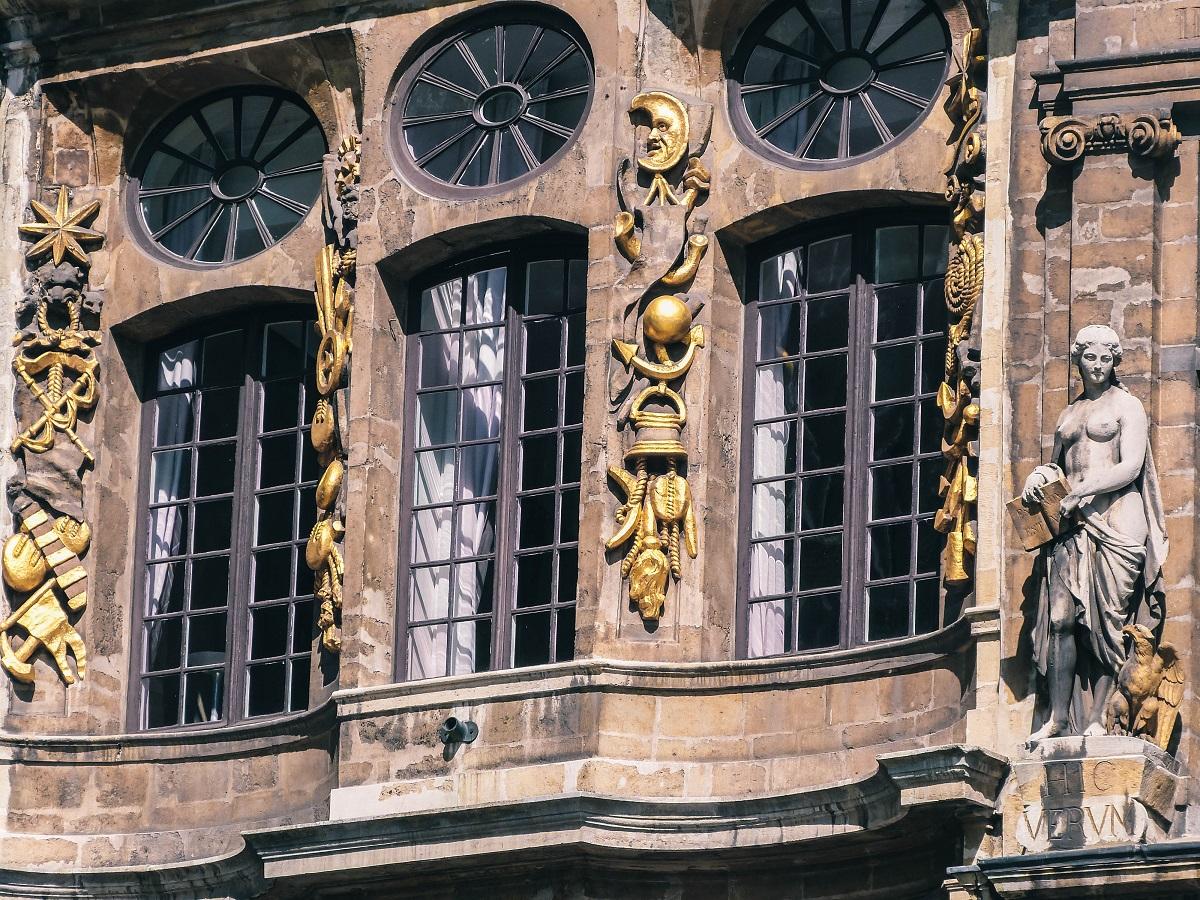 Détails d'une façade de la Grand Place de Bruxelles
