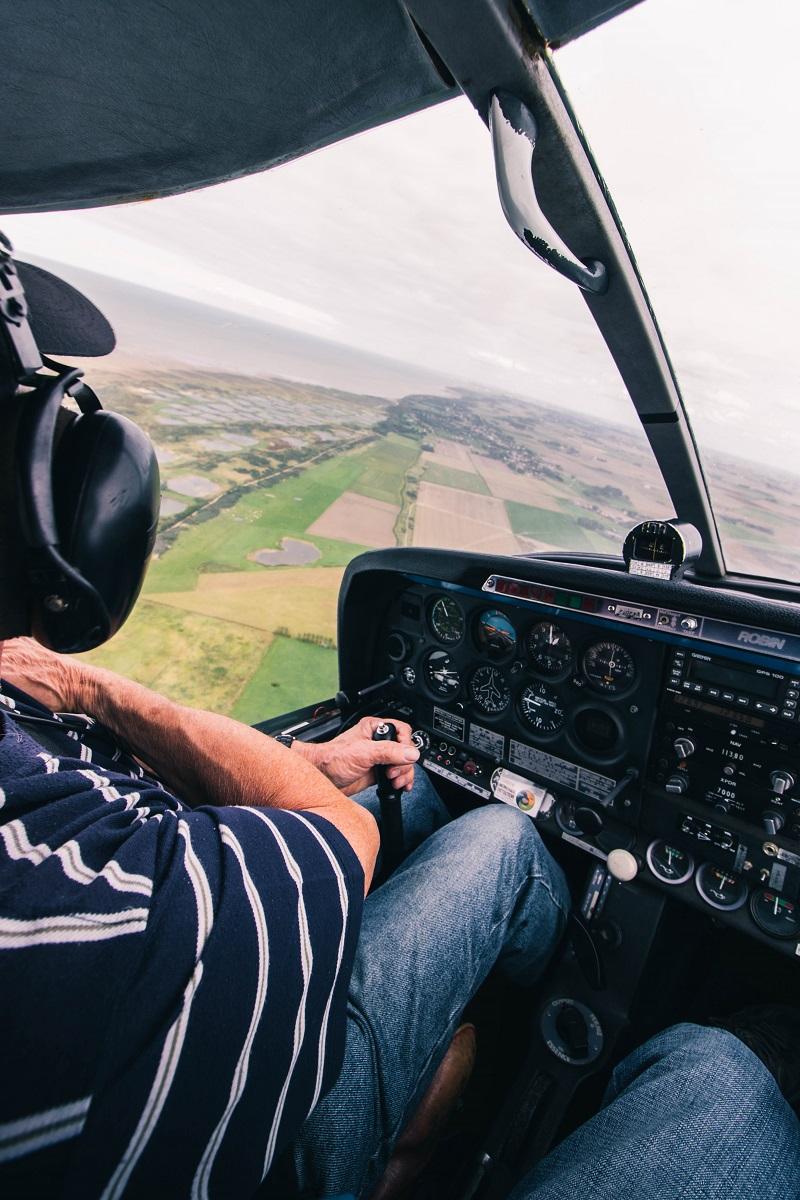 Pilote dans cockpit