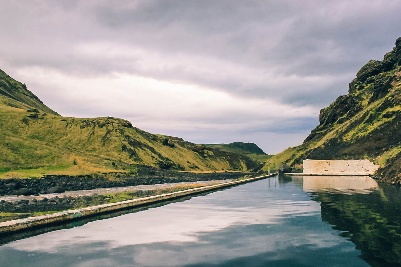 Piscine extérieure de Seljavallalaug en Islande