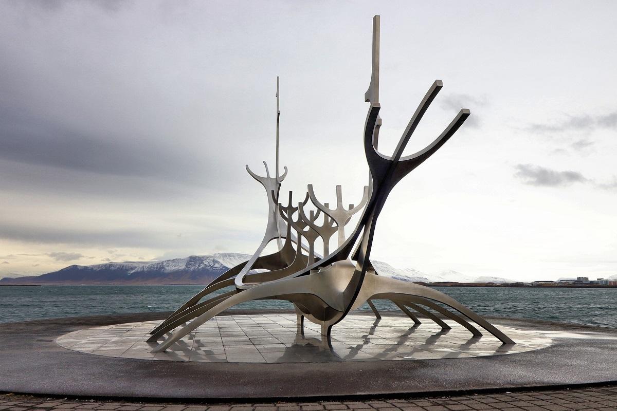 sculpture du voyageur du soleil à Reykjavik
