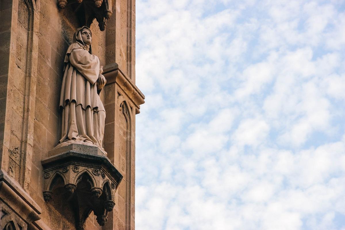 Statue sur la façade de la cathédrale de Palma de Majorque