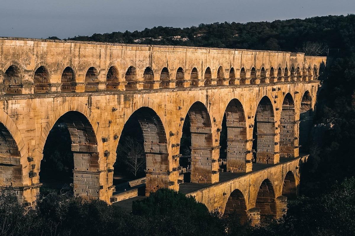 Le pont du Gard est un aqueduc