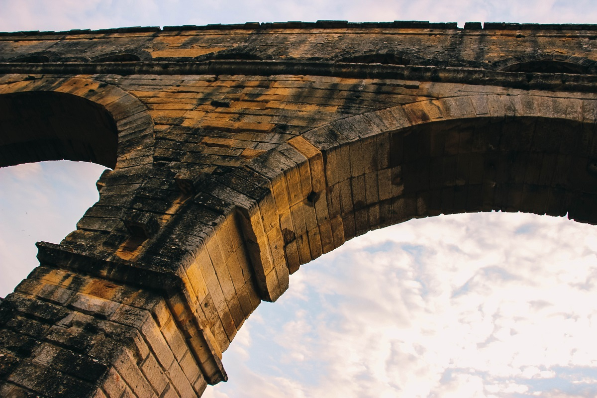 Une arche du Pont du Gard