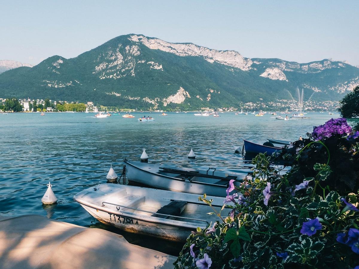 Bateaux sur le lac d'Annecy