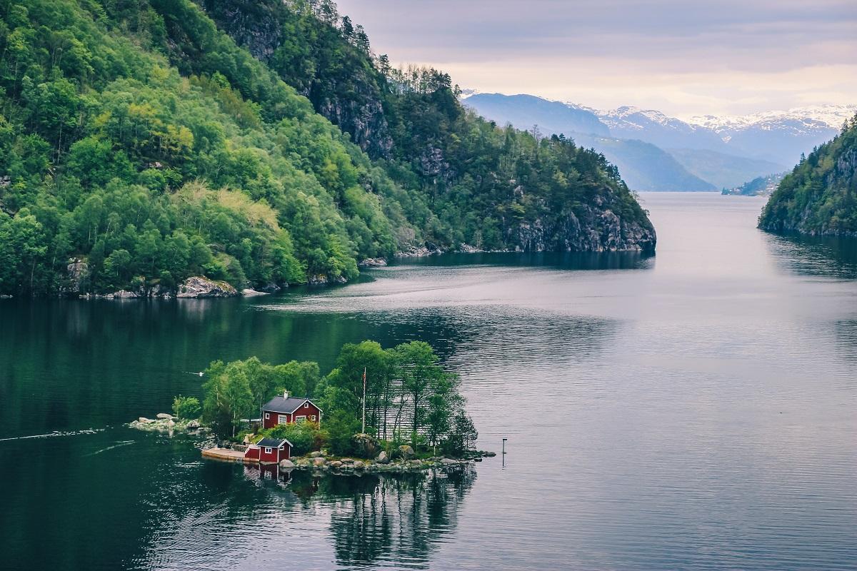 Maison sur une petite île en Norvège