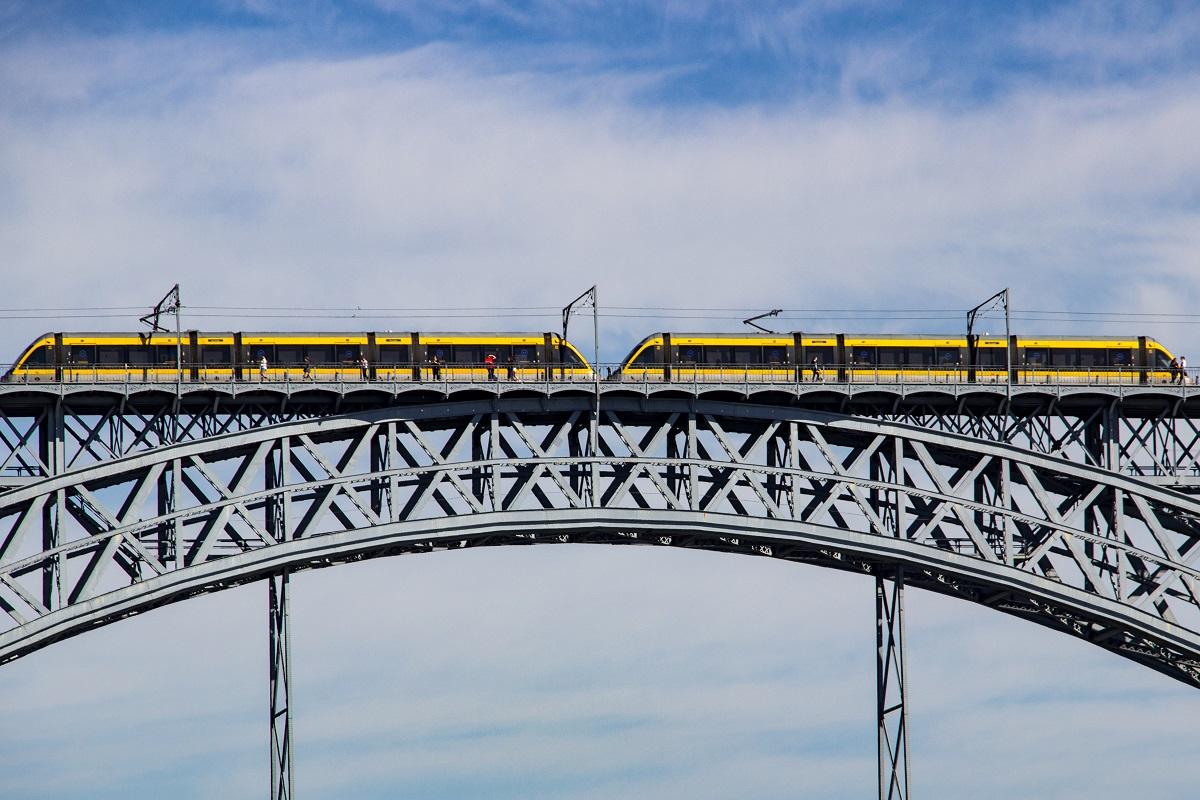 Le métro, l'un des moyens de rejoindre l'aéroport de Porto