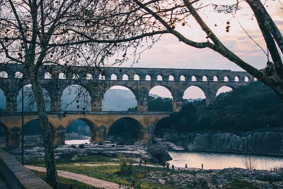 Pont du Gard au-dessus de la rivière