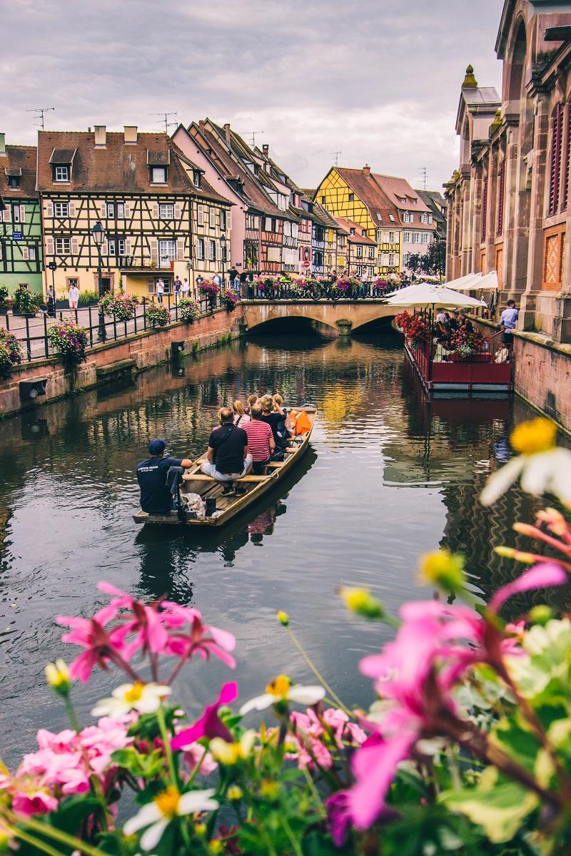 Barque sur les canaux à Colmar
