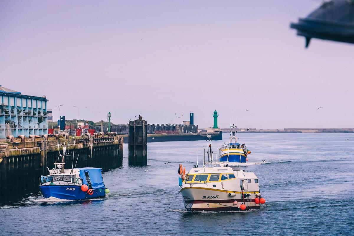 Bateaux de pêche dans le port de Boulogne sur Mer