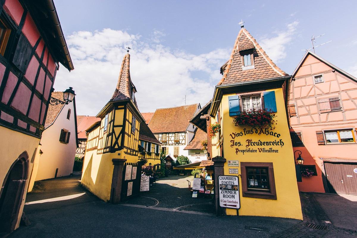 Façades colorées à Eguisheim en Alsace