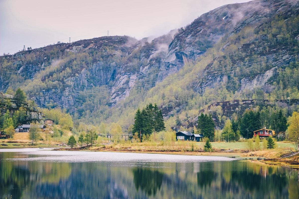 Lac dans le sud de la Norvège