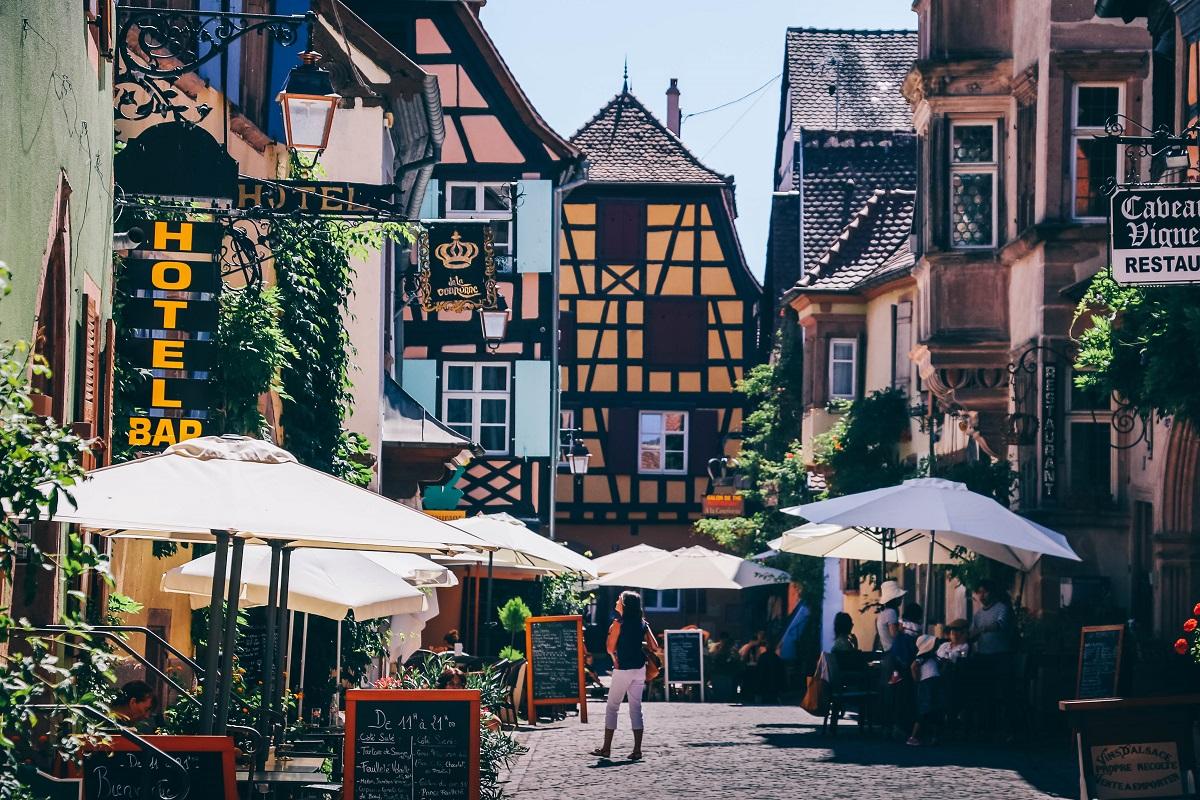 Dans le village de Riquewihr en Alsace