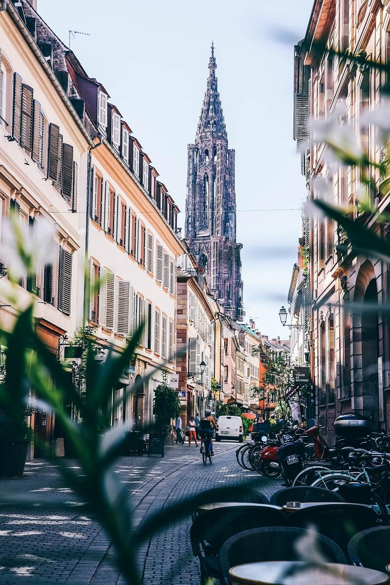 Cathédrale de Strasbourg vue depuis la rue des Juifs